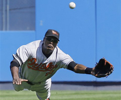 How to catch a fly ball in baseball