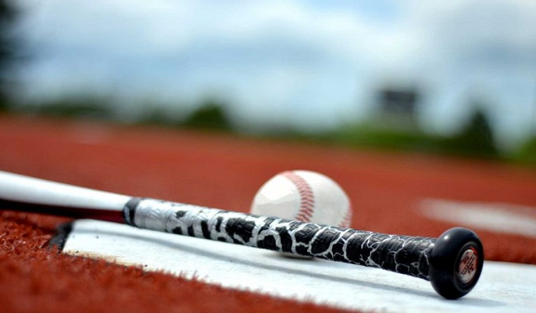 Best Baseball Bat Grip Tape 2019: Buying Guide, Top Brands & Reviews